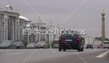 Traffic drives through the streets of Ashgabat — Stock Video