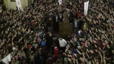 Students attend a protest inside a cathedral in Tbilisi. — Stock Video