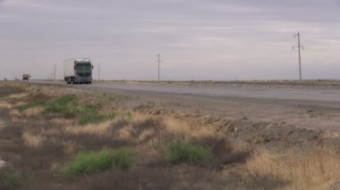 A truck drives over the main highway in Turkmenistan. — Wideo stockowe