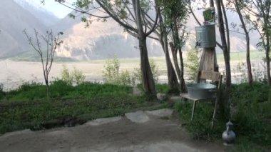 Sink in a rural settlement — Stock Video