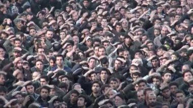 People take part in a massive parade — Vídeo de stock