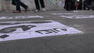 People walk over pavement banners — Stock Video
