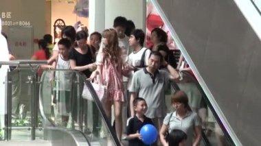 People on escalators in a Guangzhou — Stock Video
