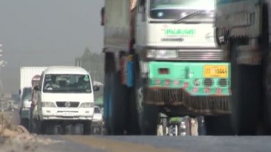 Busy highway in Pakistan — Stock Video