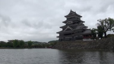 Visiting the Matsumoto castle — Stock Video
