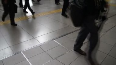 Rush hour at a Tokyo train station. — 图库视频影像