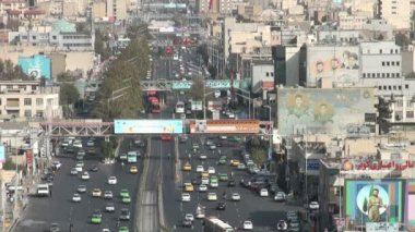 Traffic drives over a major avenue in Tehran — Stock Video