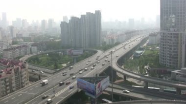 Overview of an intersection in Qingdao — Stock Video