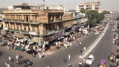 Busy crossing in Karachi. — Stock Video