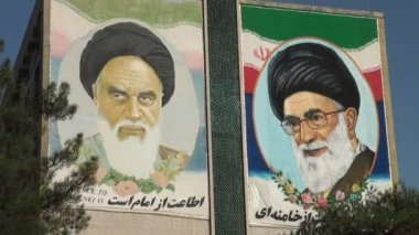 The former and current Supreme Leader of Iran — Stockvideo