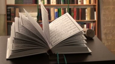 Quran open on a study table — Stock Video