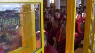Monks attend teachings by the Dalai Lama — Stock Video