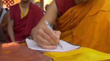Translating a speech of the Dalai Lama public teachings — Stock Video