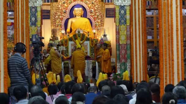 Ceremony during a speech of the Dalai Lama — Vídeo de stock