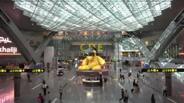 Departure hall of the Hamad International Airport — Stockvideo
