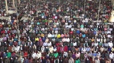 Män närvara fredag bön — Stockvideo