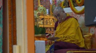 The Dalai Lama giving speech — Stock Video