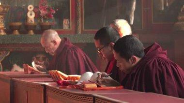 Monks take part in ceremony — Stockvideo