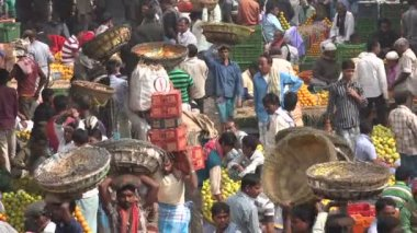 Fruits and vegetables on market in Kolkata — Stock Video