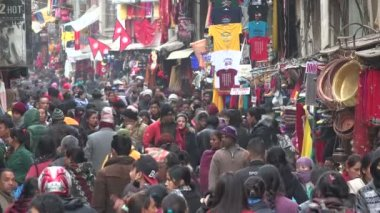 Large crowds visit the popular street — Stock Video