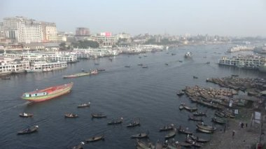 Overview of Sadarghat, the Buriganga river — Stock Video