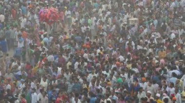 People celebrate the end of Dussehra — Stock Video