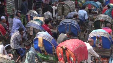 Traffic jam of cycle rickshaws — Stock Video