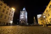 Prague, Old Town tower of Charles Bridge in the night — Stockfoto