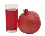 A glass of pomegranate juice and pomegranate — Stock Photo
