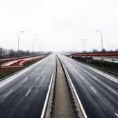 Two way highway and bridge — Stock Photo