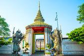 Religious temple in Bangkok — Stock Photo