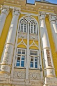 An ancient monastery of the yellow color in Russia — Stock Photo
