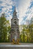 Old Church in Russia and the fountain with the boys statuetki — Stock Photo