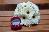 Engagement ring and chamomile — Stock Photo