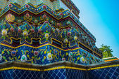 Wat Pho or Wat Phra Chetuphon,the Temple of the Reclining Buddha in Bangkok of Thailand.A fragment of decoration with flowers — Stock Photo