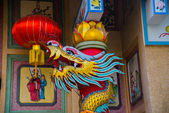 The statue of a dragon on a pole. Chinese red lantern.Chinese temple. — Stock Photo