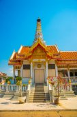 Buddhistic temple.Beautiful religious building is white with gilding. Ayutthaya. Thailand. — Stock Photo