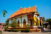 De tempel met goud in de hoofdstad van Laos, Vientiane. — Stockfoto