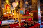 寺に黄金の仏像。アユタヤです。タイ. — ストック写真