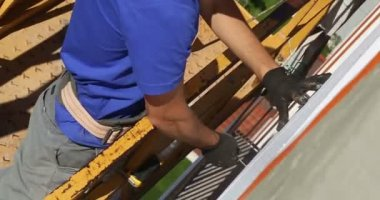 Construction. Man strengthens styrofoam. — Stock Video