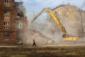 Excavator demolishes old school building — Stock Photo