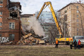 MOSCOW - MARCH 25, 2015: excavator demolishes building 205 schoo — Stock Photo