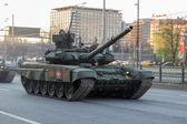 MOSCOW - MAY 4, 2015: Military vehicles on Leningradsky Prospekt — Stock Photo