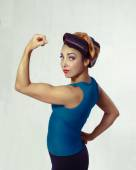 Woman biceps show-off — Stock Photo