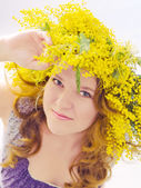 Woman with wreath flowers — Stock Photo