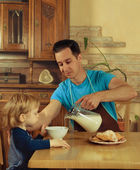 Dad cooks a breakfast — Stock Photo