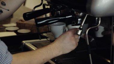 Barista makes espresso in coffee bar. Close-Up. — Stock Video