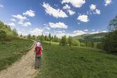 Piesze wycieczki w góry — Zdjęcie stockowe