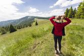 Woman on hiking path — Stock Photo