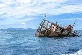 Sunken Fishing Boat off the Fijian Coast — Stock Photo